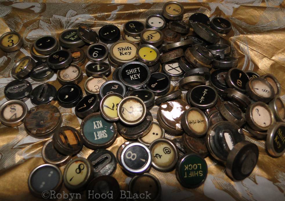 pile of old typewriter keys flash with c